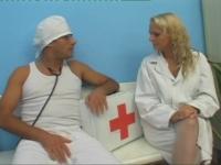 Pretty nurse is seducing horny doctor