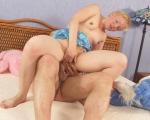 : Sexy blondie likes feeling deep strokes inside her poon : sex scene #8